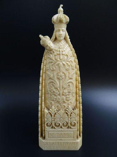 Art populaire religieux : Patenôtrier. Ensemble d'objets de dévotion et de piété, chapelets, d'outillage et de meubles de métiers anciens. Provenant d'une collection particulière