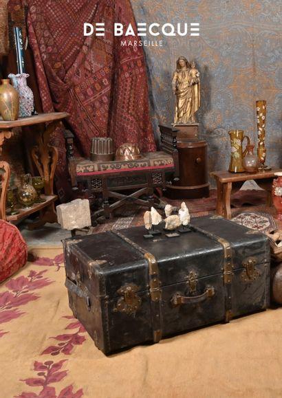 CABINET D'UN AMATEUR - Verrerie – Art populaire – Militaria – Collections