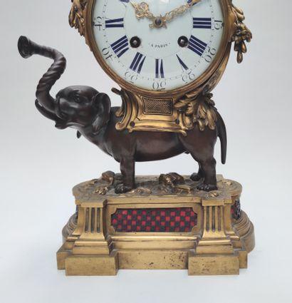 BIJOUX - OBJETS DE VITRINE - TABLEAUX - SCULPTURES - OBJETS D'ART ET D'AMEUBLEMENT dont belle pendule à l'éléphant mouvement signé Fortin
