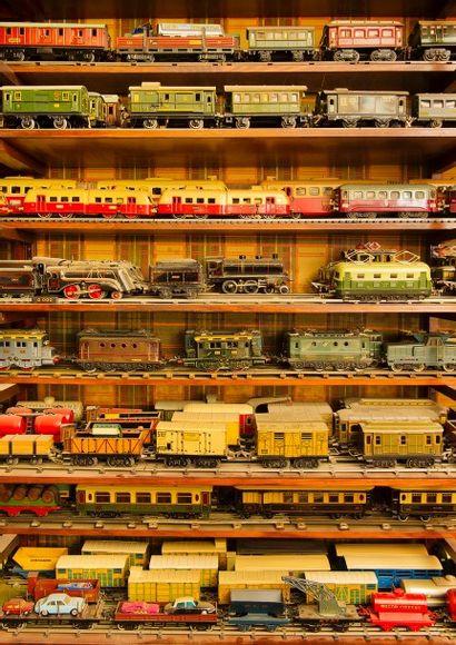 Trains, petits soldats, poupées et jouets anciens