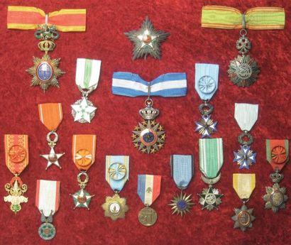 MILITARIA - SOUVENIRS HISTORIQUES - ARGENTERIE - ESTAMPES MODERNES & CONTEMPORAINES