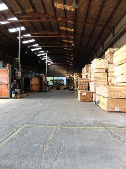 Usine de rétification et de transformation de bois