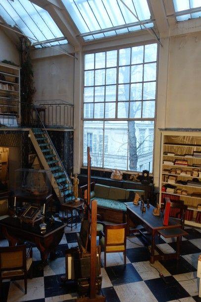 Meubles et objets d'art, suite à successions et appartenant à divers