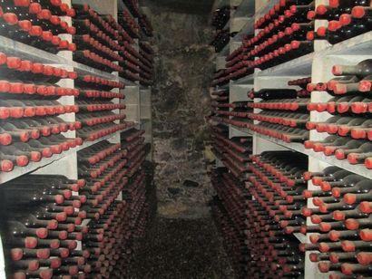 IMPORTANT STOCK de VINS en TIRE-BOUCHE