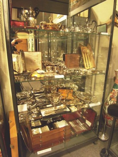 tableaux du XIXe,tableaux, mobilier et objets d'art,affiches, estampes, lithographies,dessins,argenterie, orfèvrerie