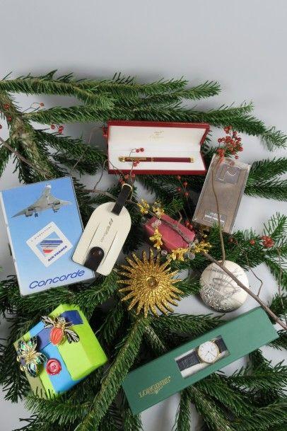 Succession de M. et Mme X : Souvenirs du Concorde, Bijoux fantaisies griffés, Stylos, Médailles en bronze et argent