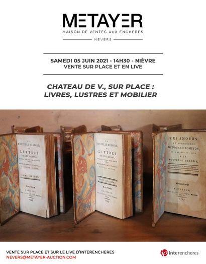 CHATEAU DE V., SUR PLACE : LIVRES, LUSTRES ET MOBILIER
