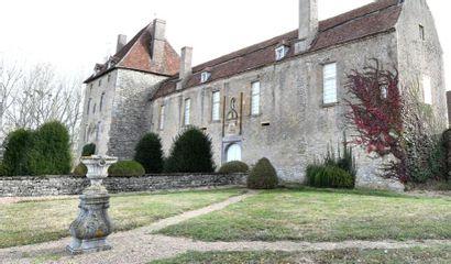 Mobilier, tableaux et objets d'art du Château de Vesvres à Rouy (Nièvre), 2ème vente. Succession de Me B.E., Commissaire-Priseur