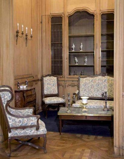 Important ensemble de mobilier de style Louis XV et Louis XVI provenant d'un hôtel particulier à Paris.