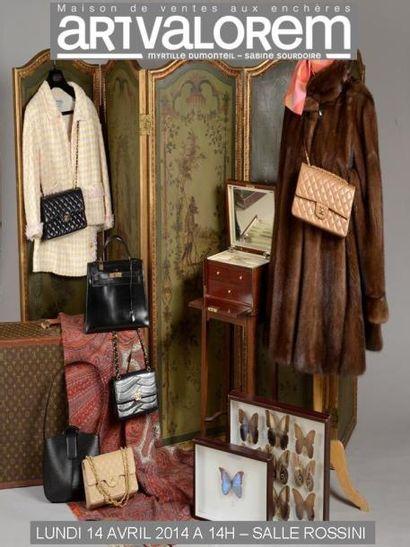 Mode Bijoux Photographie Tableaux, sculptures Asie Céramique, verrerie Objets de vitrine  Meubles et tapis