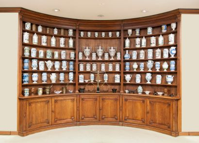 IMPORTANTE COLLECTION DE POTS A PHARMACIE, DE PORCELAINES ETRANGERES ET EUROPEENNES