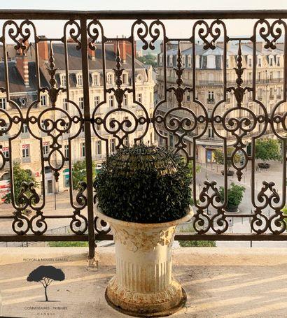 ÉPOQUE & STYLE - Entier mobilier de deux appartements de Dijon et Toulon et à divers