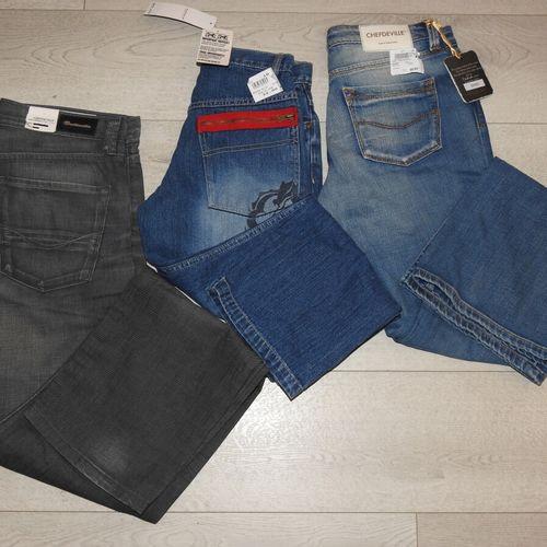 112 2 CHEFDEVEILLE CROSSBY Lot de 3 Jeans différents tailles Américaine 1 taille…