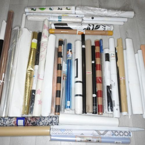 82 Lot de 44 pièces décoration Papiers peints, stickers muraux, décorations mura…