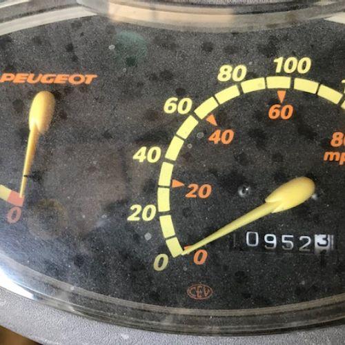 VIVACITY 50cc (NR) CL PEUGEOT VIVACITY 50cc (NR) Carrosserie : SOLO N° série typ…
