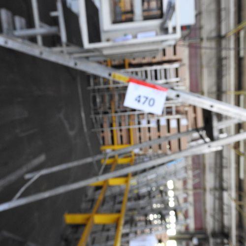 1 escabeau ,7 marches hauteur de travail 3,60 mètres