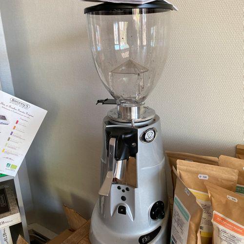 Machine à moudre le café FIORENGATO F5GD/NA (Vendue en l'état sans aucune garant…