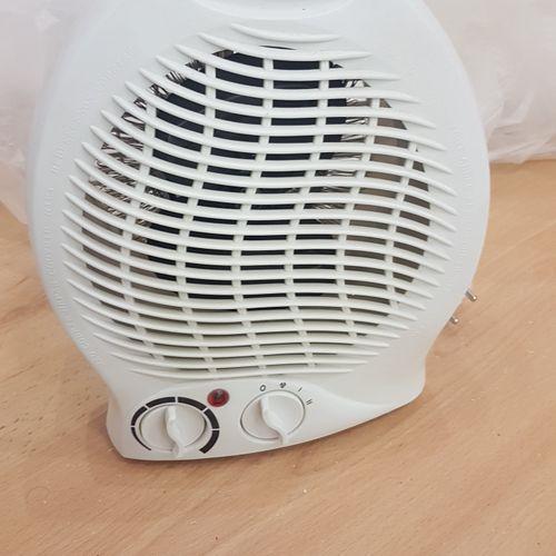 Petit ventilateur FH 104 S et appareil à étiquette BROTHER. Les photographies ne…