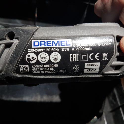 Outil multifonction DREMEL 4000 dans sa boîte. Les photographies ne constituent …