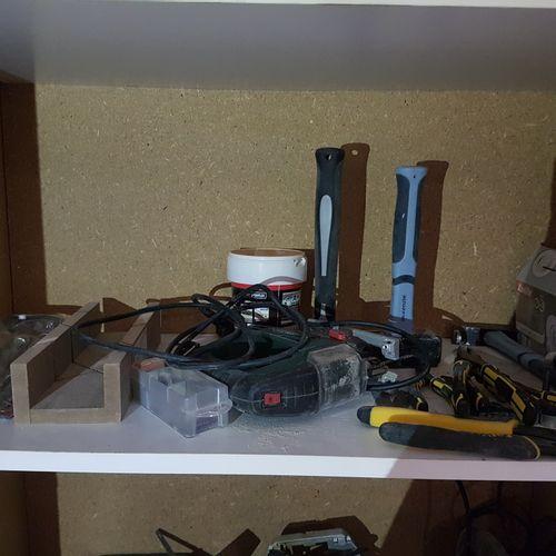 Nombreux outils dont, marteaux, tournes vis, ciseaux à bois et divers Les photog…