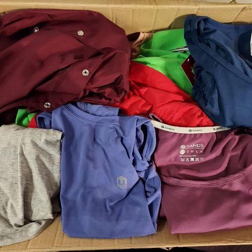 Lot de 30 vêtements adultes neufs