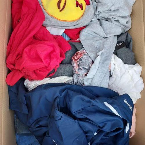 Lot de 60 vêtements neufs adultes
