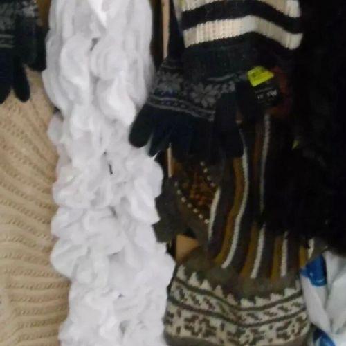 Palette de 350 pièces hiver écharpes bonnets gants