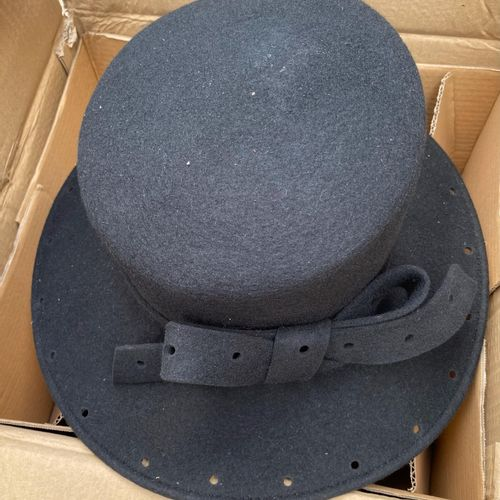 Lot de 3 chapeaux de luxe