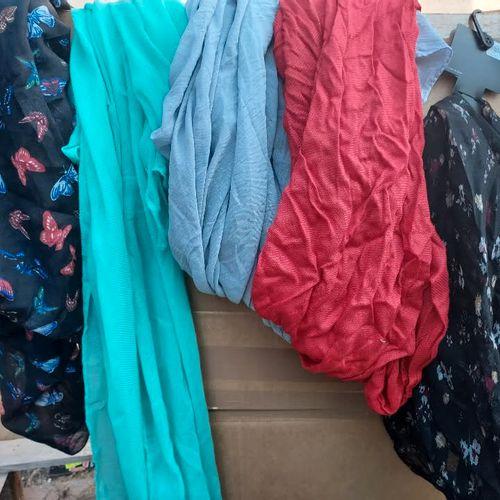 Lot de 50 foulards / écharpes