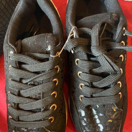 Lot de 2 paires de chaussures taille 36