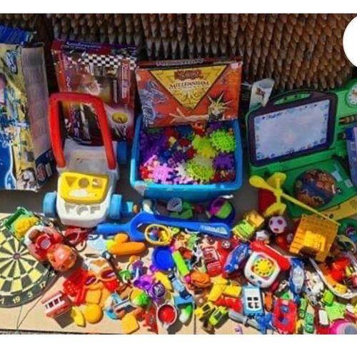 1 gros mètre cube de jouets d'occasions