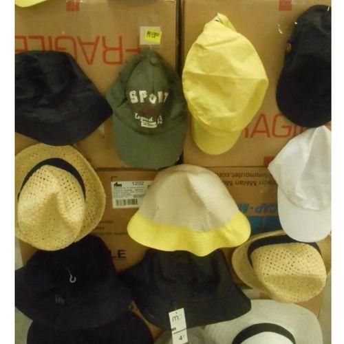 Lot de 100 casquettes, bob, bonnets, chapeaux divers