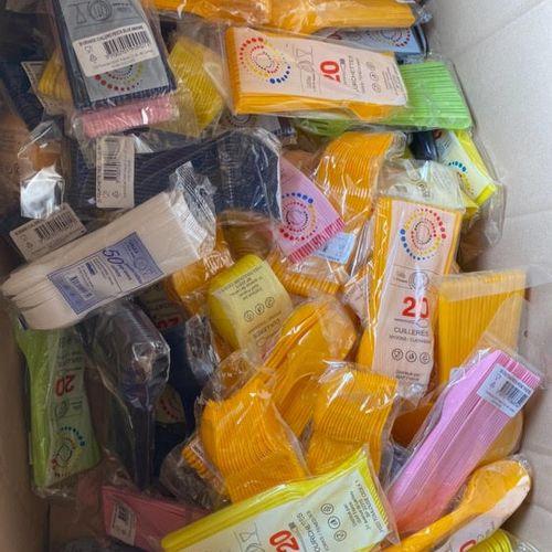 Lot de 80 paquets de divers couverts en plastique