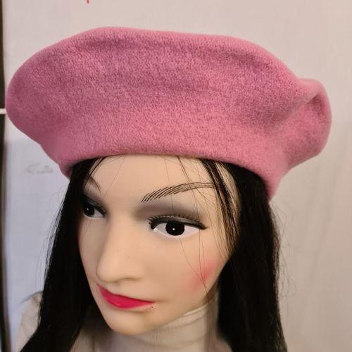Lot de 12 chapeaux de luxe