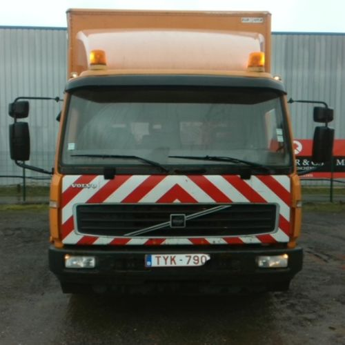 CAM VOLVO FL6 180 CAISSE 10T Dmec : 07/03/2006 402152Kms Colour : ORANGE TVA non…