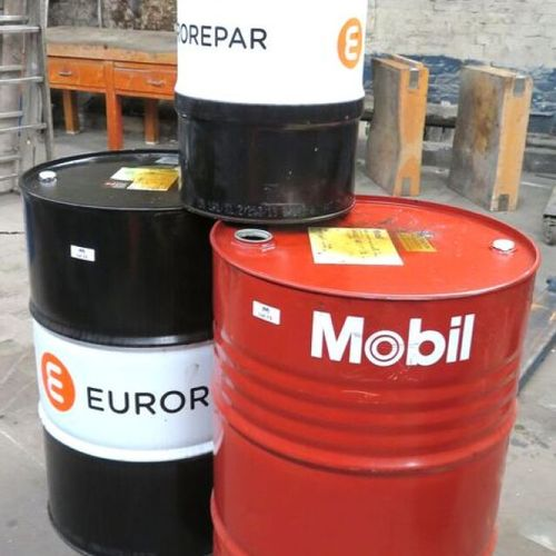 3 OIL CANS, 1 OF WHICH IS A MOBILE BRAND, 2 OF WHICH ARE 88.5 X 58 CM AND 1 OF W…