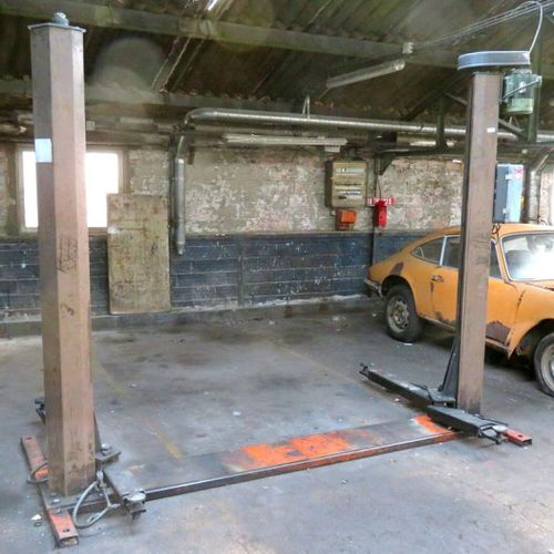 ELECTROMECHANICAL 2 POST CHASSIS LIFT WITH 2500 KG FRAME, BRAND FOG MODEL 449, S…