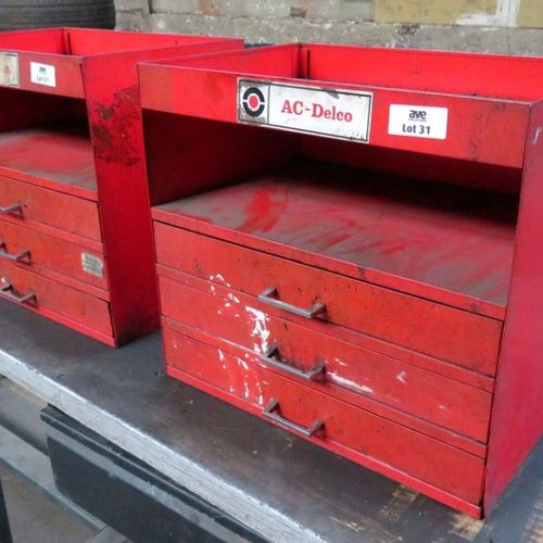 2 HANDRAILS WITH 3 DRAWERS FOR TOOLS OR PARTS IN RED LACQUERED STEEL. 40 X 44,5 …