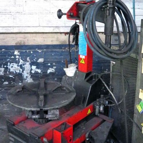 TIRE CHANGER OF BRAND MULLER BEM MODEL 3635 4, MACHINE SOLD WITH ITS INFLATOR AN…