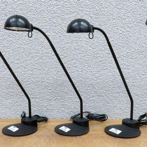 4 LAMPES DE BUREAU A HALOGENE EN ACIER ET PLASTIQUE DE COULEUR NOIRE. 57 X 16 CM…
