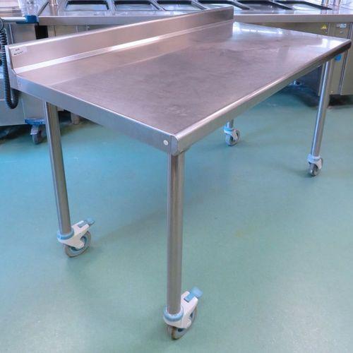 TABLE DE PREPARATION RECTANGULAIRE ADOSSEE EN INOX ALIMENTAIRE SUR ROULETTES DIR…