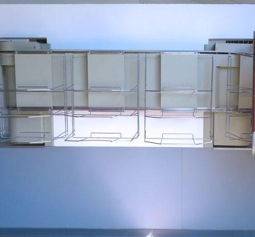 CONVOYEUR A PLATEAUX A 8 (APPROX) X 3 NIVEAUX DE MARQUE SCHNEIDER ELECTRIC AVEC …