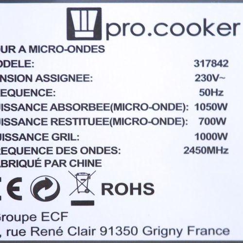 FOUR MICRO ONDES PROFESSIONNEL DE 700 WATTS DE MARQUE PRO COOKER MODELE 317842. …
