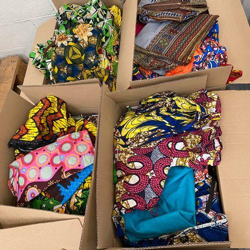 80 Articles de vêtement africain. Tailles, coloris et modèles divers. ATTENTION …