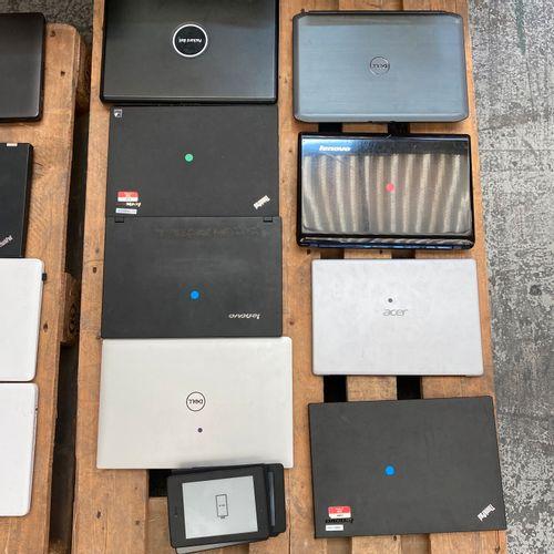 Lot d'articles d'occasion sans alimentation soit: 8 ordinateurs portables de ma…