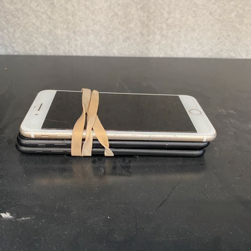 Lot de 3 IPHONE 7 + d'occasion pour pièces détachées Lot de 3 IPHONE 7 + d'occas…