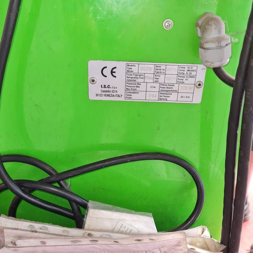 Station de recharge Climatisation de marque CLIMTRONIC FULL AUTOMATIC.