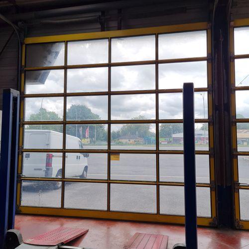 Lot de 2 portes sectionnelles entièrement vitrées à actionnement manuel par chai…