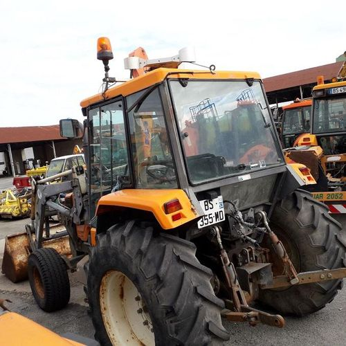 [PR]  R The new regulation is intended for professionals only.  Tractor RENAUL…