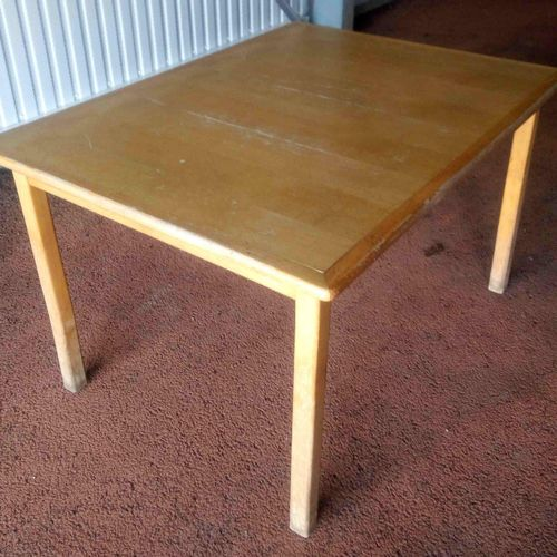 7 tables with wooden base and top dimensions 71 x 120 x 90 cm. Delivery service:…
